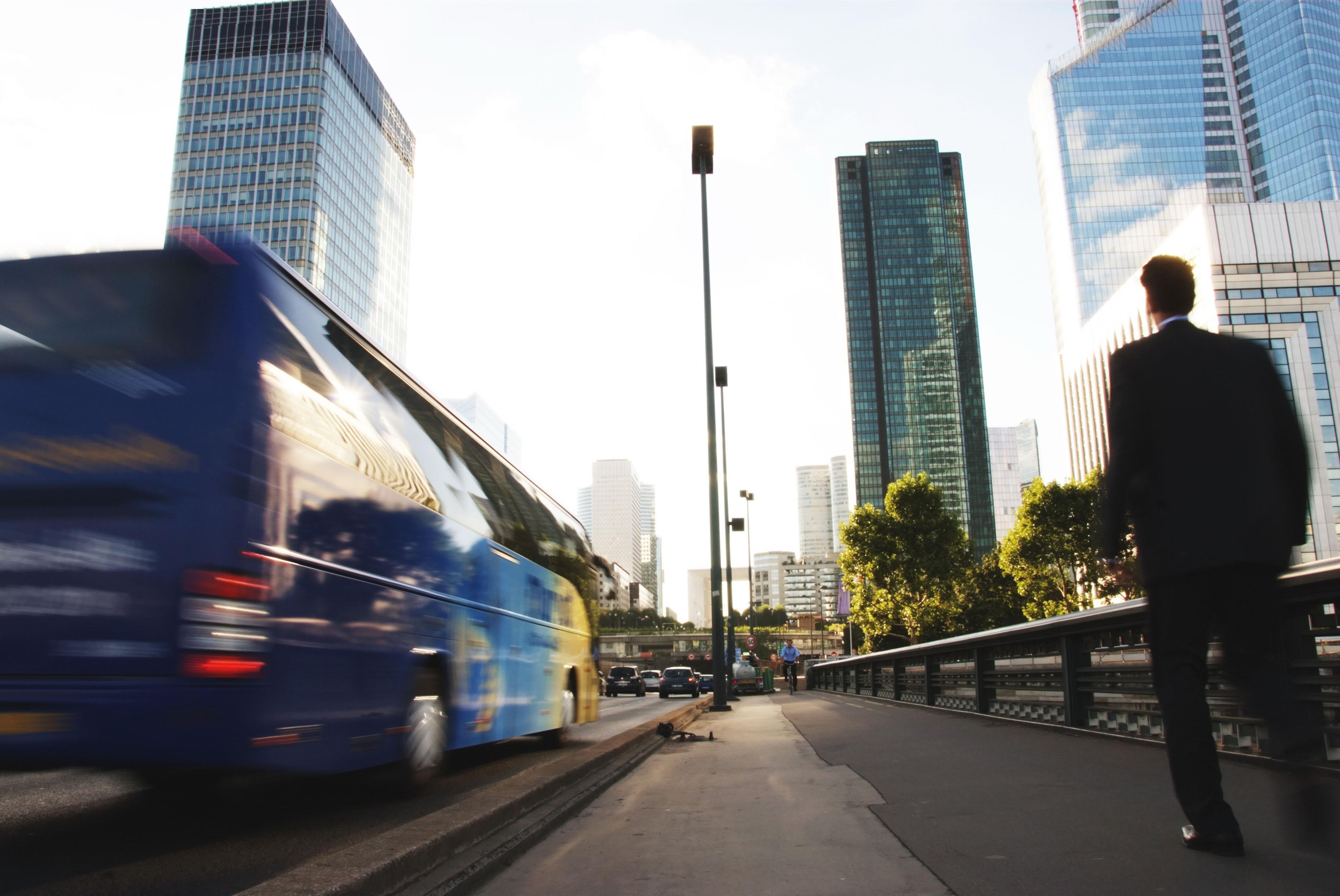 bus_60740041